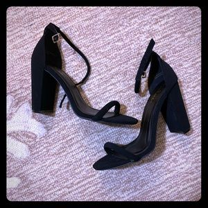 Black heels size 10 . Never used! Good condition